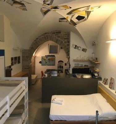Little Italy Hostel - фото 20