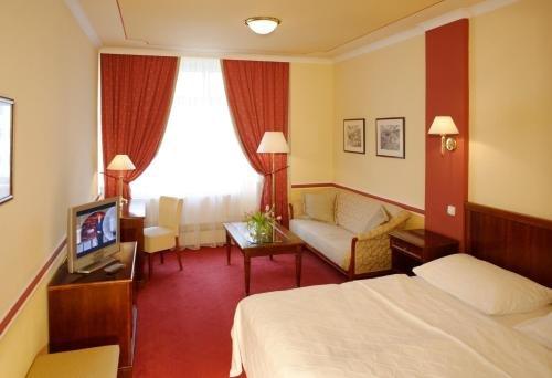 Hotel Embassy - фото 4