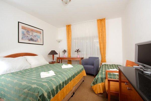 Отель Chotol - фото 0