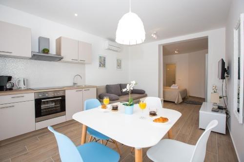 Apartments Sandra Solitudo - фото 13
