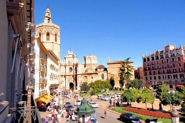 Spain Select Plaza de la Reina Apartments - фото 3