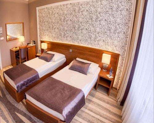 Avanti Hotel - фото 2