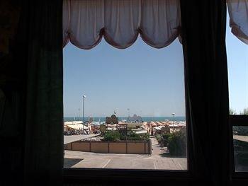 Hotel Carlton Beach - фото 17