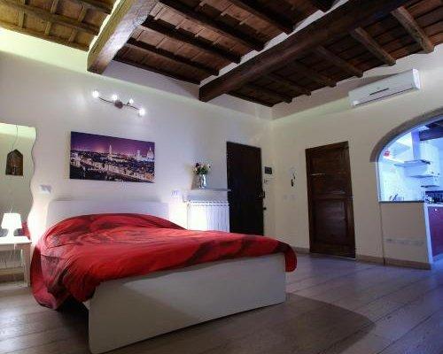 Visit Florentia Apartment - фото 2