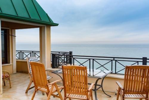 Sea View Rental Front Beach - фото 5