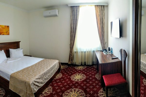 Georgia Hotel - фото 1