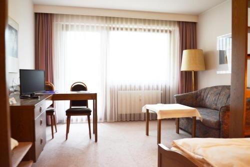 Hotel Quellenhof Garni mit Thermalbad - фото 50
