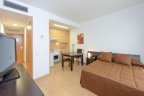 Tryp Madrid Airport Suites - фото 1