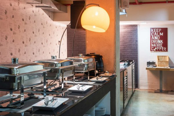 Tryp Madrid Airport Suites - фото 12