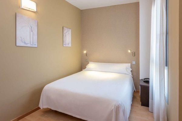Tryp Madrid Airport Suites - фото 4