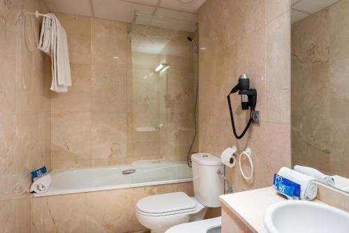 Tryp Madrid Airport Suites - фото 9