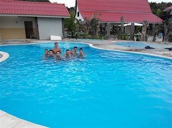 Penarak Bamboo Beach Motel - фото 19