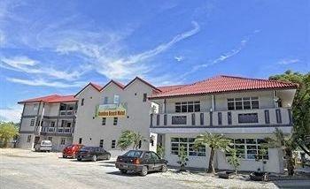 Penarak Bamboo Beach Motel - фото 23