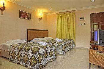 Penarak Bamboo Beach Motel - фото 5
