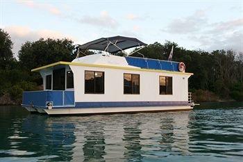 Гостиница «Boyds Bay Houseboat Holidays», Туид Хедс Юг