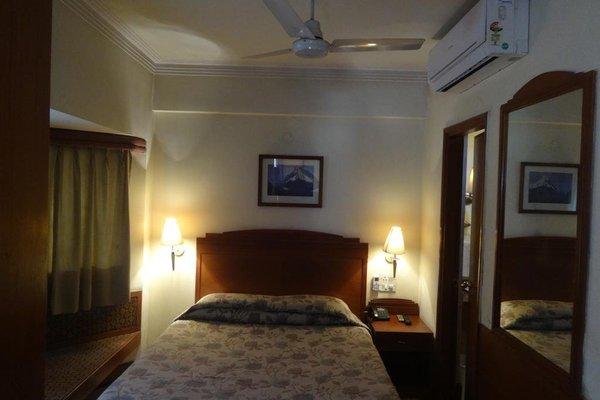 Nirula's Hotel - фото 11