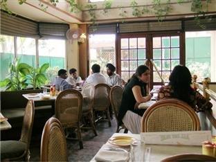Nirula's Hotel - фото 17
