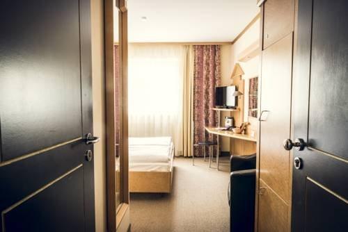Schlosshotel Neufahrn - фото 15
