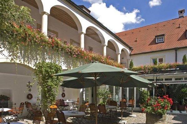 Schlosshotel Neufahrn - фото 16