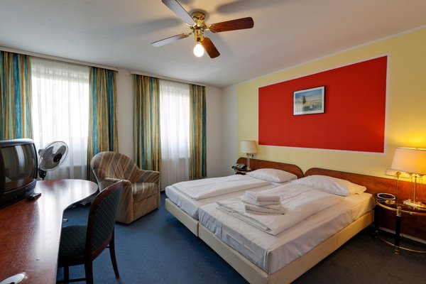Hotel Merit - фото 1