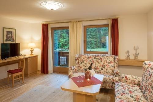 Wohlfuhl-Ferienwohnungen Landhaus Karoline - фото 4