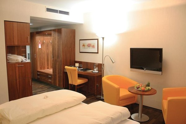 City Hotel Roding - фото 2