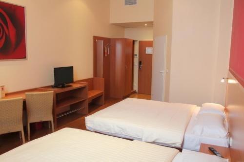 Star Inn Hotel Regensburg Zentrum, by Comfort - фото 1