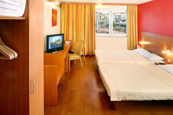 Star Inn Hotel Regensburg Zentrum, by Comfort - фото 4