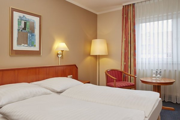 Ramada Hotel Lampertheim - фото 2