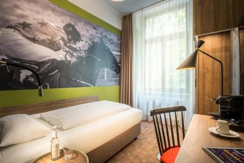 The Ascot Hotel - фото 2