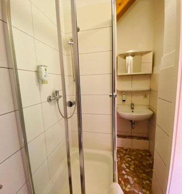 Am Lindenhof - Self Check-In Hotel - фото 9