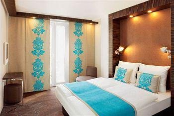 Motel One Hamburg Airport - фото 10