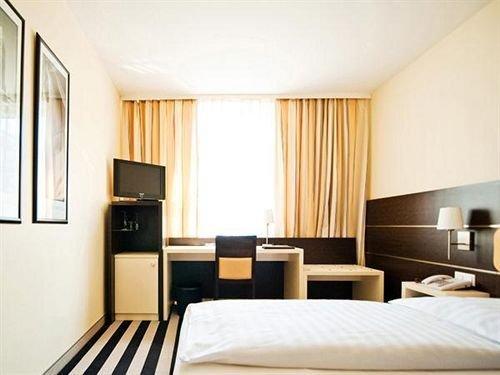 Bristol Hotel - фото 2