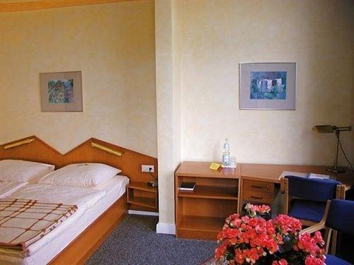 Hotel 'SeeSchloss am Kellersee' - фото 1
