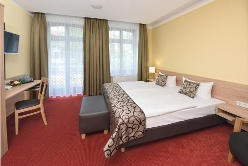 Port Inn Hotel - фото 1