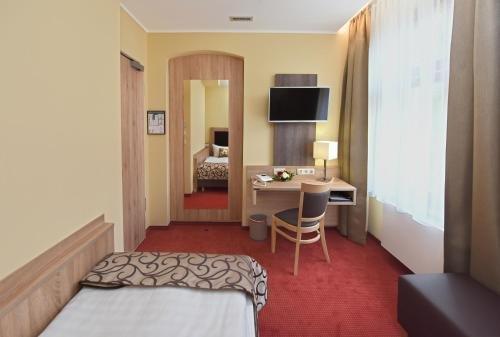 Port Inn Hotel - фото 2