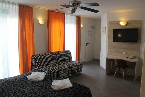 City Lounge Hotel - фото 2