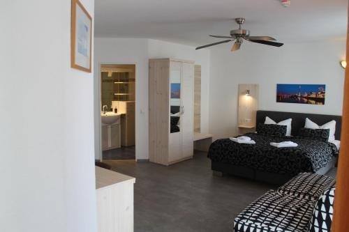 City Lounge Hotel - фото 4