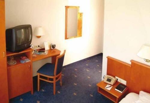 Best Western Ambassador Hotel - фото 3