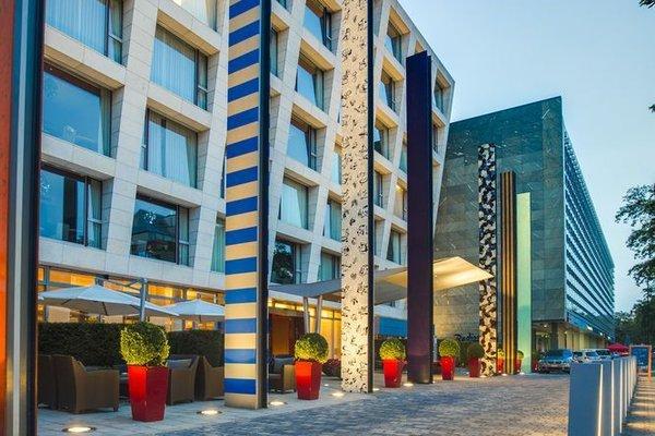 Radisson Blu Media Harbour Hotel, Dusseldorf - фото 22