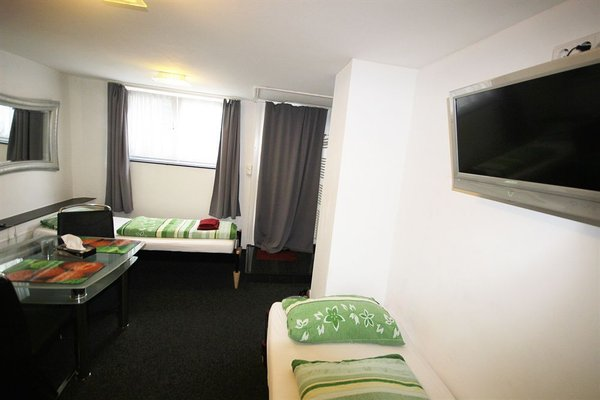 Pension Sanni Hostel - фото 0