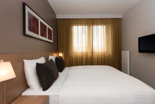 Adina Apartment Hotel Berlin Hauptbahnhof - фото 2