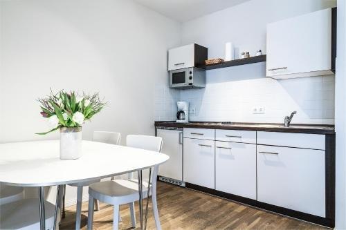 Schoenhouse Apartments - фото 11