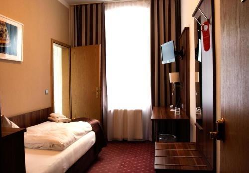 Gold Hotel - фото 1