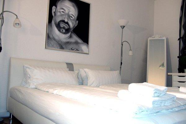 Bananas Berlin Gay Guesthouse - фото 10
