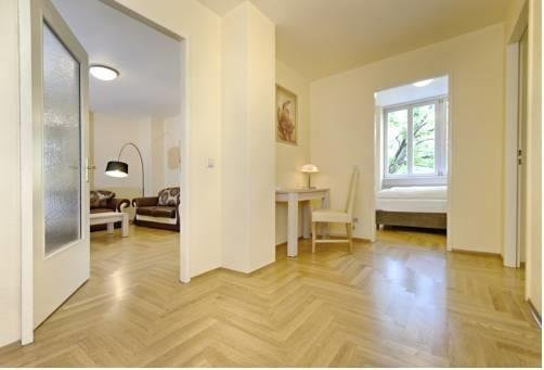 AMC Apartments - фото 7