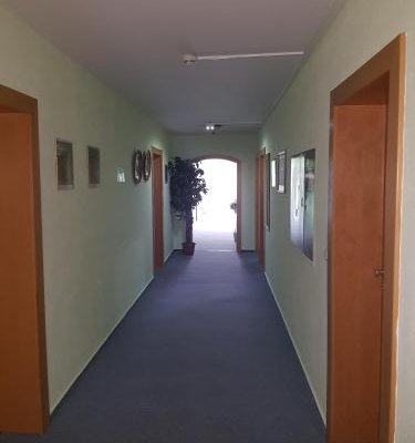 Hotel Stadt Baunatal - фото 20