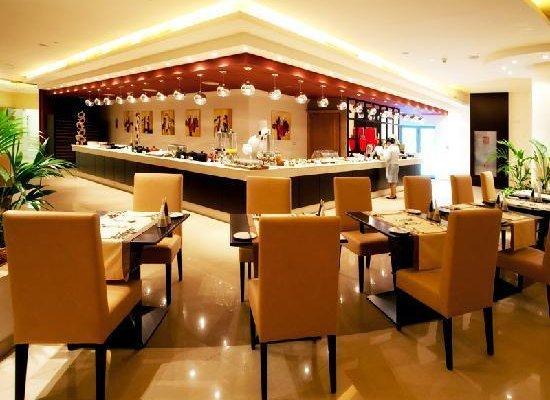 Al Hamra Palace Beach Resort - фото 11