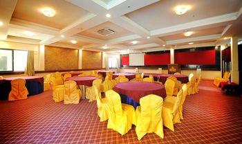 Yellow Pagoda Hotel - фото 20