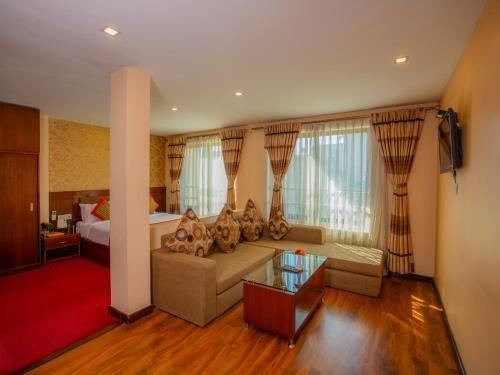 Yellow Pagoda Hotel - фото 4
